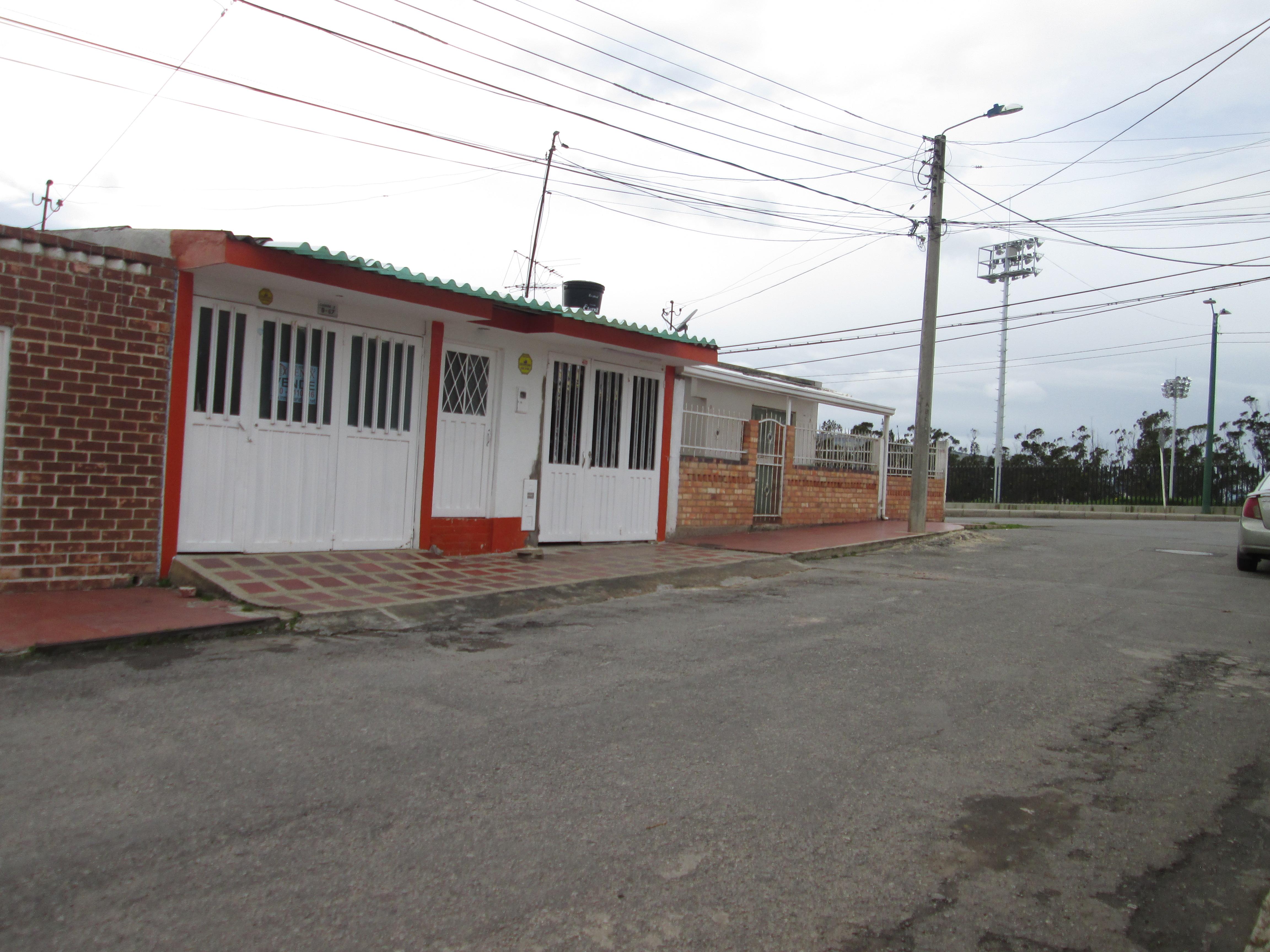 ARRIENDO CASA CON LOCAL COMERCIAL