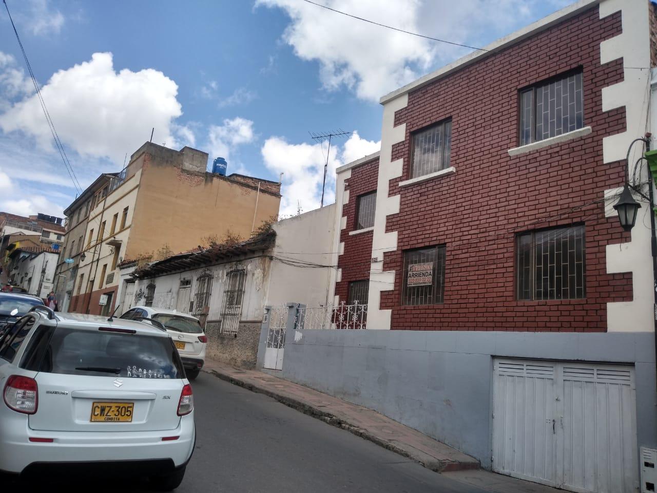 EXCELENTE CASA COMERCIAL
